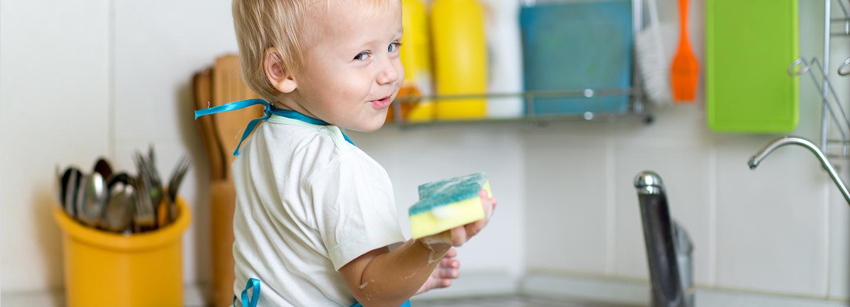 Por qué los niños deben ayudar en las tareas domésticas